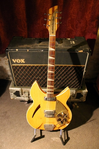 Rickenbacker 365 6-String (Capri) 1960 AH 562 (Mapleglo)